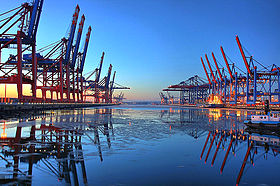 280px-CTB-CTW_Port_of_Hamburg-Waltershof